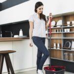 Porządki na czas: Jak szybko posprzątać dom po imprezie sylwestrowej?