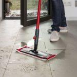 Zima podłogom niestraszna: Jak sprzątać szybko i skutecznie?