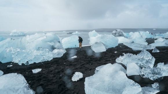 Zmiany klimatu to problem nie tylko przyszłych pokoleń BIZNES, Ochrona środowiska - W marcu tego roku Europejska Agencja Kosmiczna poinformowała, że lód na Grenlandii i Antarktyce topnieje 6-krotnie szybciej niż w latach 90. ubiegłego wieku, potwierdzając tym samym najmniej optymistyczny scenariusz (...)